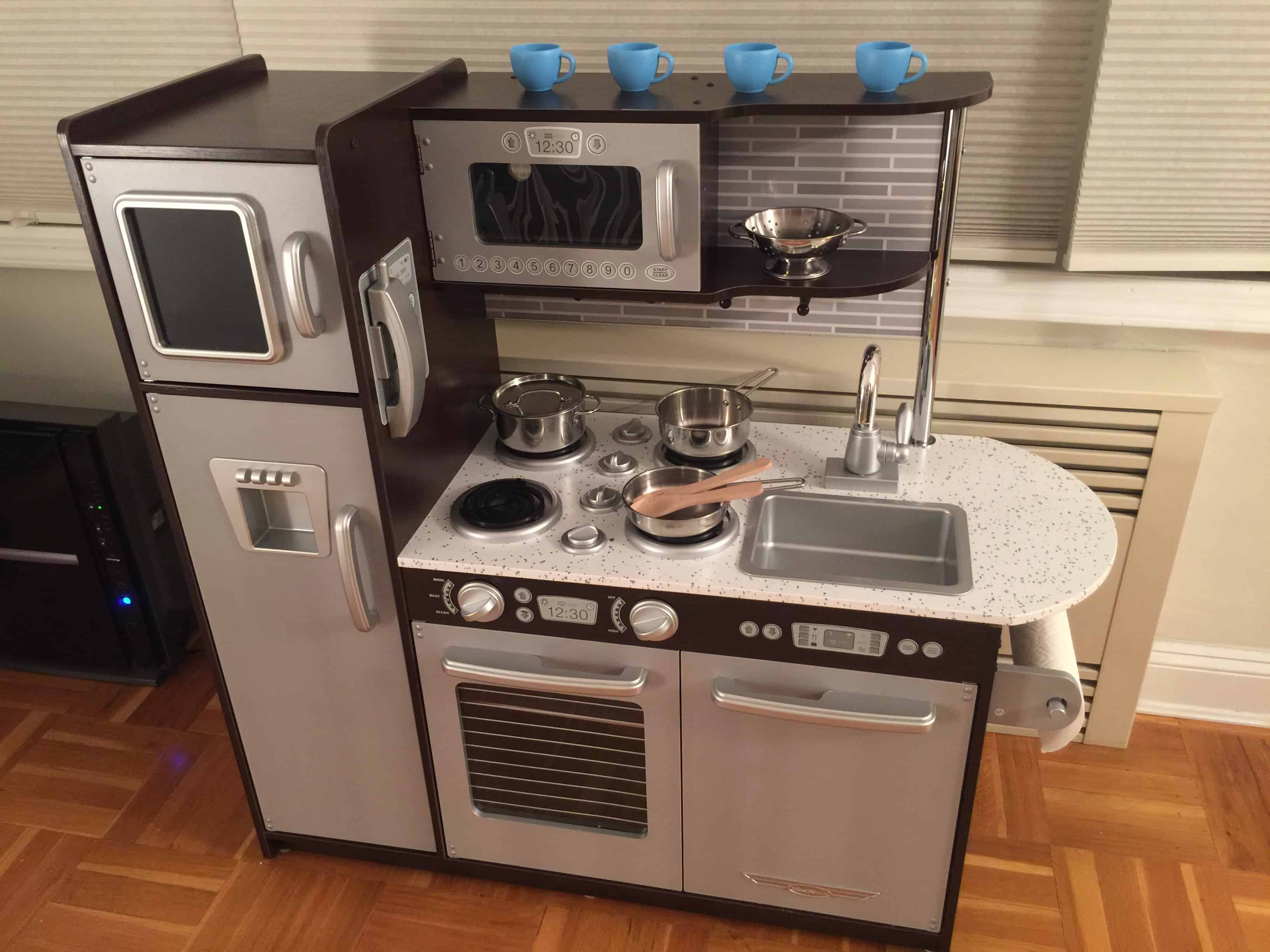 kidkraft uptown espresso kitchen review: first impressions | mommy