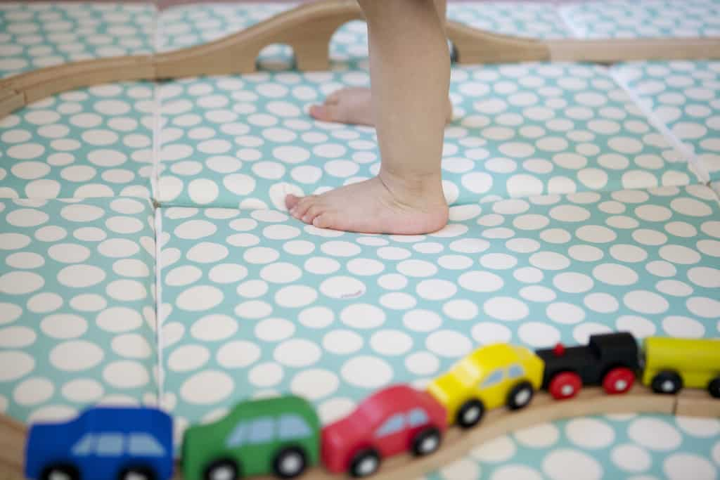 best non toxic play mats for baby updated 2017 mommy. Black Bedroom Furniture Sets. Home Design Ideas